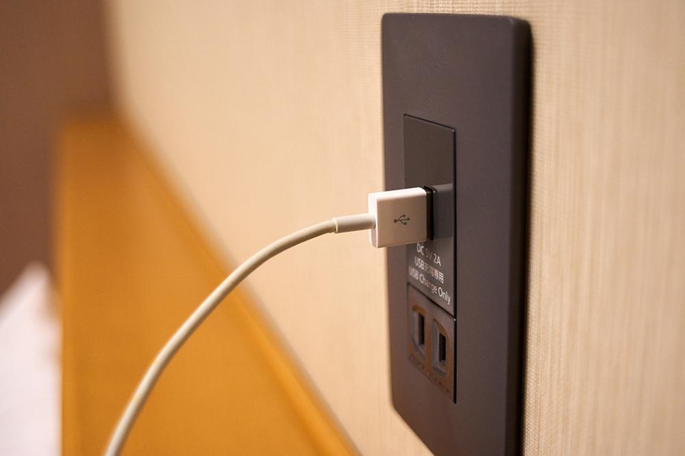 壁のコンセント・USB差込口